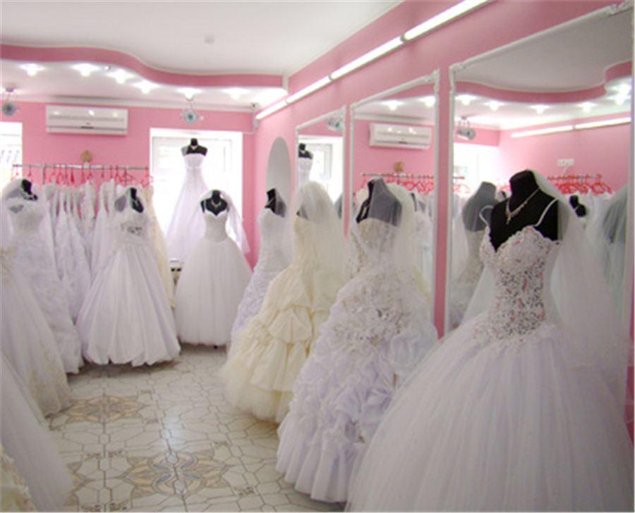 То есть человеку, который собирается открыть свадебный салон, необходимо любить свадебные платья и быть